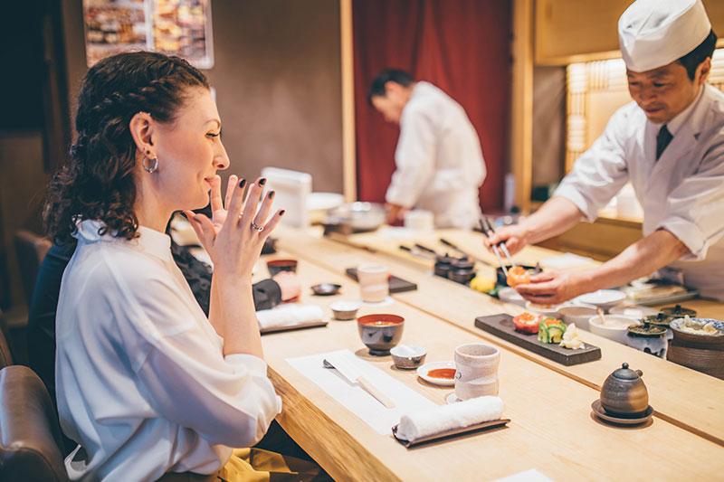2020年開催予定の東京オリンピック・パラリンピックに向け、インバウンド対策を意識し、外国人のお客様にも対応できるように、定期的に接客での英会話レッスンを行っております。